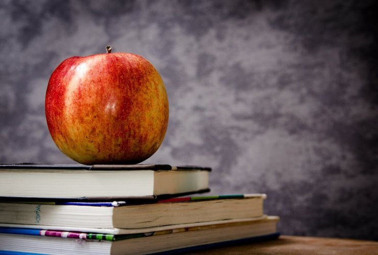 school-apple-on-books